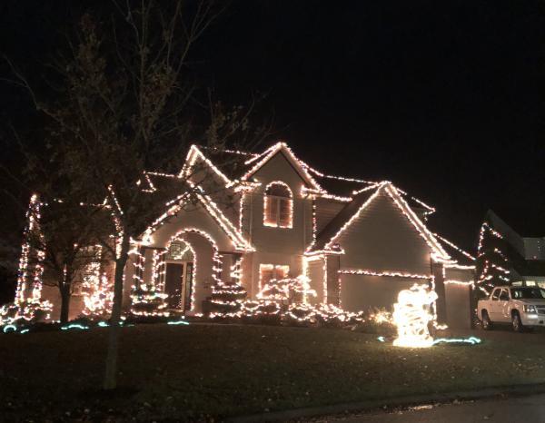 14715 Pioneer Creek Ct. Christmas Lights Display in Fort Wayne, Indiana