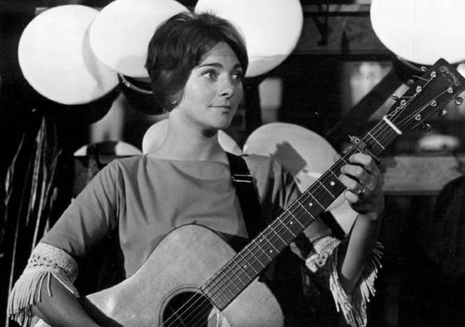 Judy Collins playing the guitar