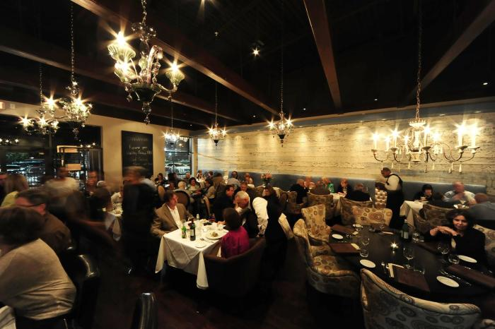 People dining in Etoile restaurant in Houston