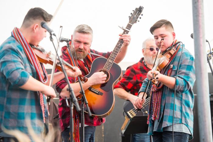 Guitarist and fiddlers playing live at Festival du Voyageur