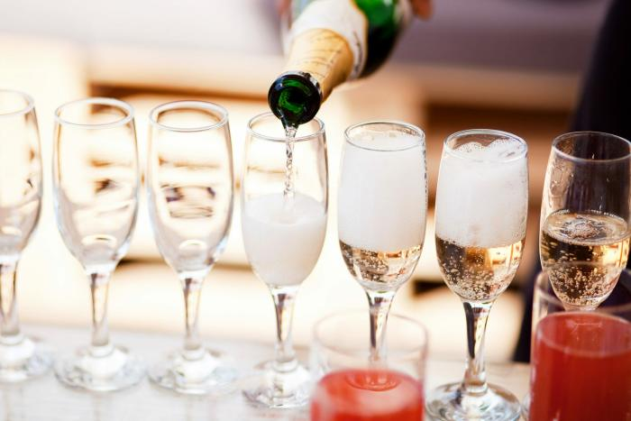 Hotel Irvine EATS Champaign Pour NYE 2020