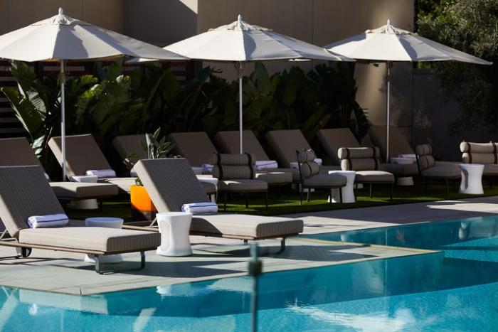 Marriott Irvine Spectrum Hotel Pool Day Bed