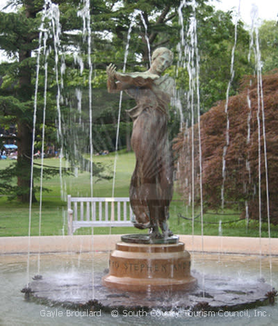 Fountain staue