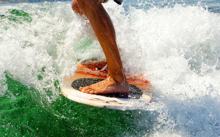 Wake Surfing Okanagan Lake