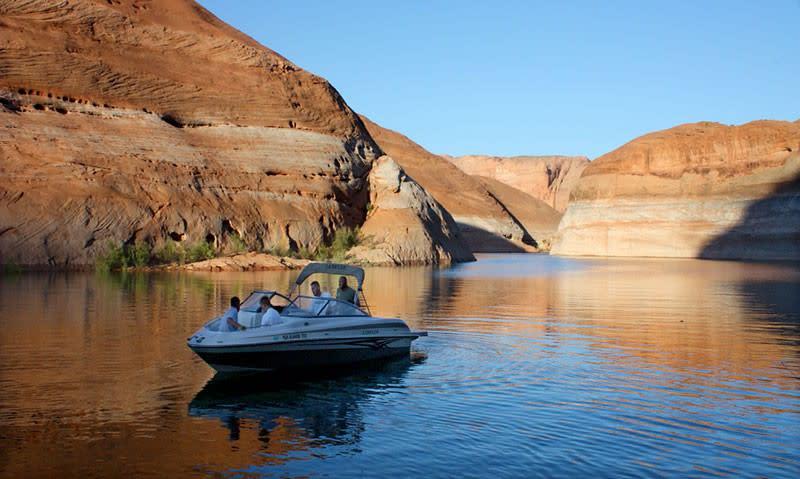 1404-A-lake-powell-boat