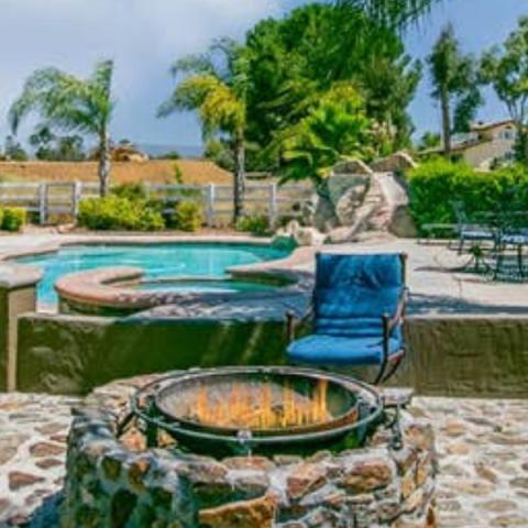 Immaculate Garden Villa -- firepit