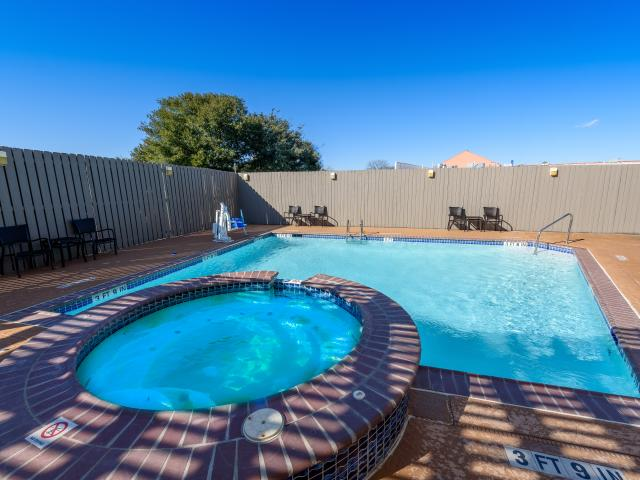 Outdoor Pool & Heated Whirlpool
