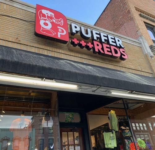 Puffer Reds exterior
