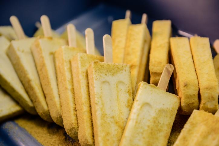 Popsicles: Homemade and FULL of flavor. Delish.