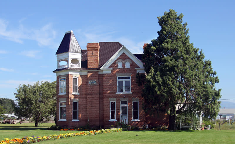 panguitch red brick home