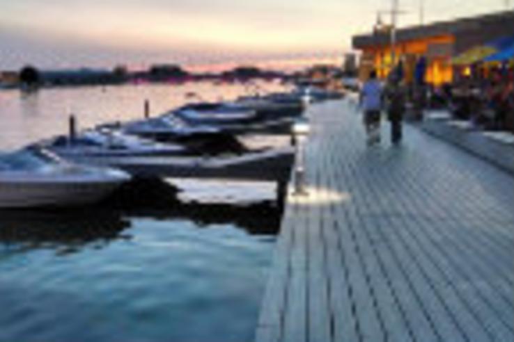 oshkosh-riverwalk.jpg