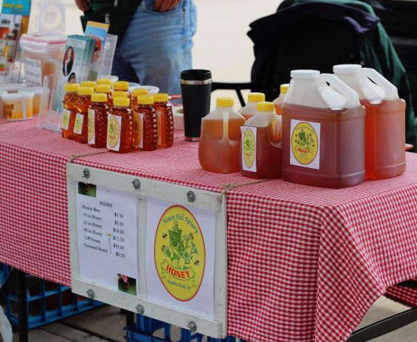 Farmer's Market Honey Hill