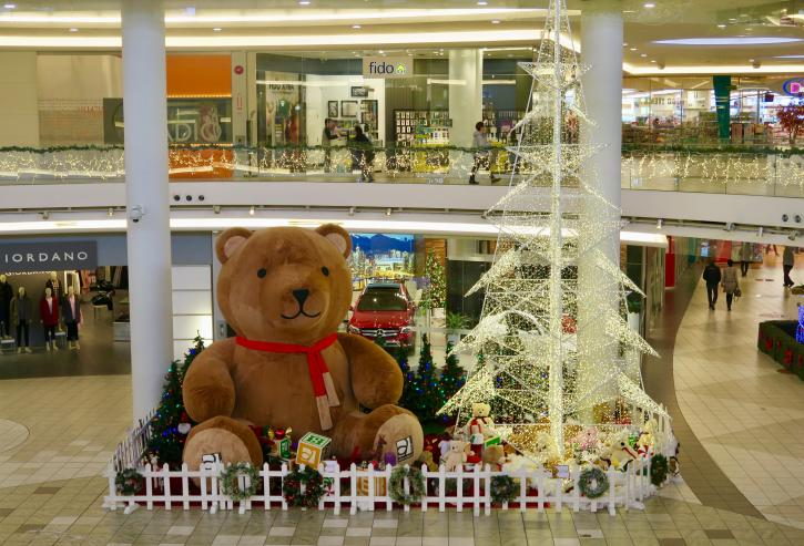Holiday Display - Photo: Lansdowne Centre