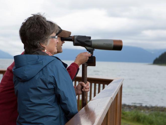 Orca Point Lodge - Searching for wildlife