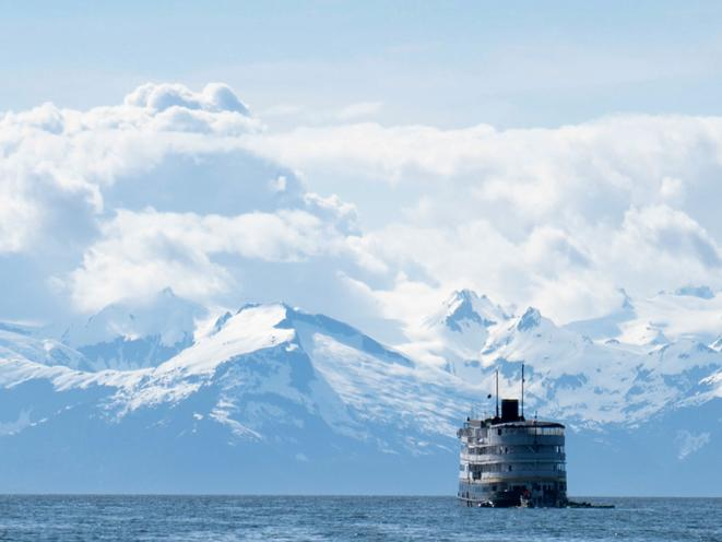 UnCruise Boat w/mountains