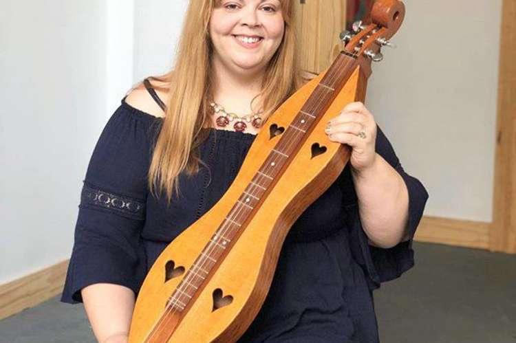 Melissa Buck on the Dulcimer
