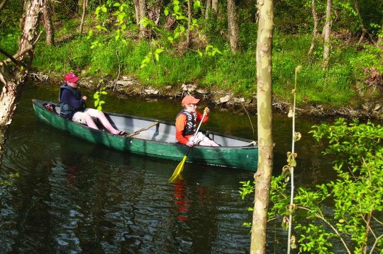 Canoeing_-_Limestone_County_Canoe_Kayak_Trail.JPG