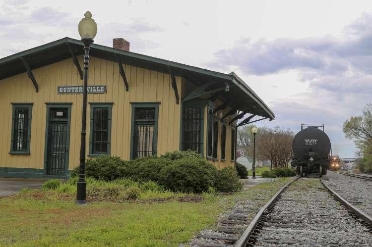 Guntersville Train Depot