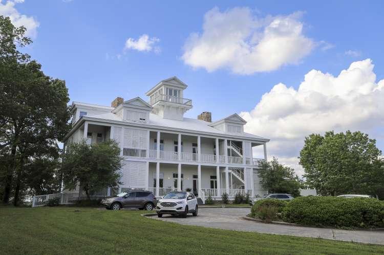Gorham's Bluff Inn