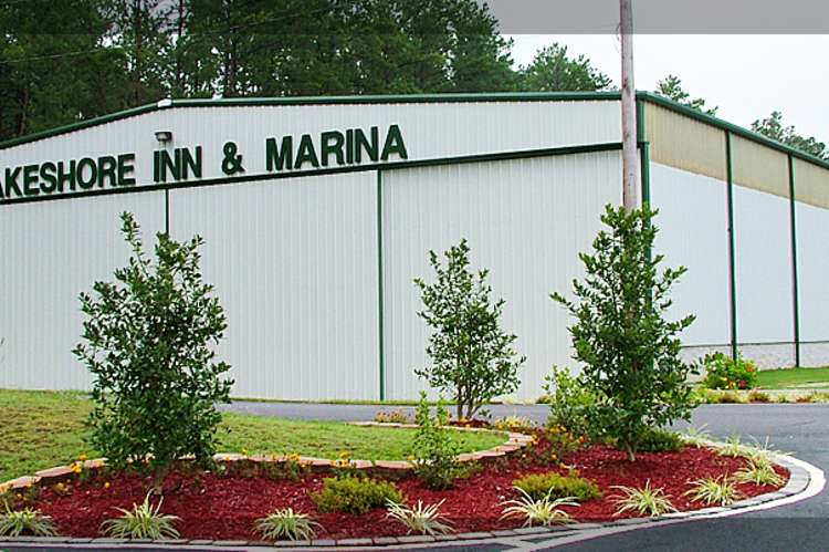 Lake_Shore_Marina.jpg
