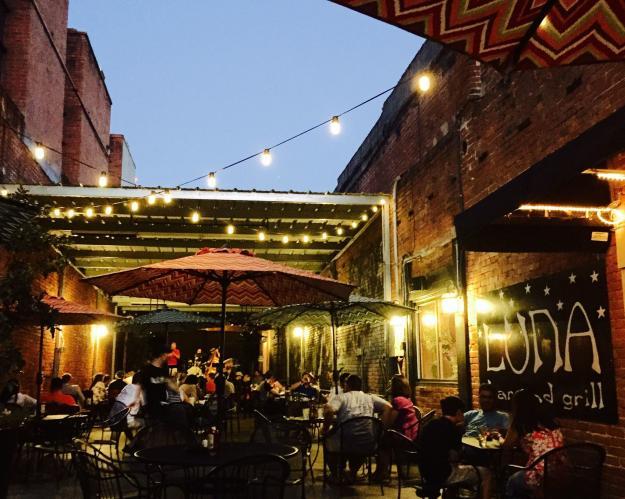Luna's Bar & Grill   Lake Charles