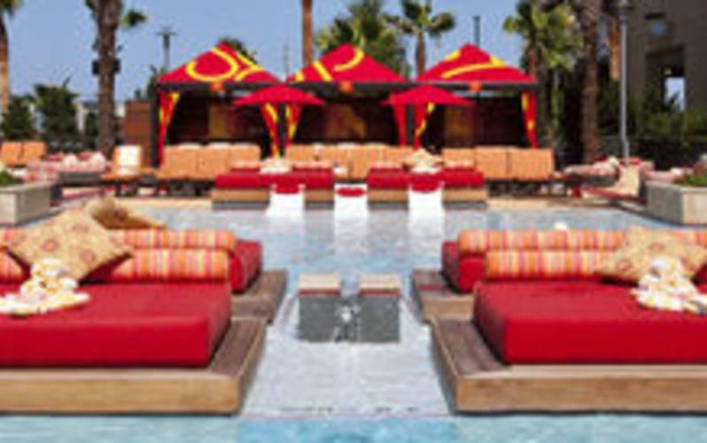 H2O Pool + Bar