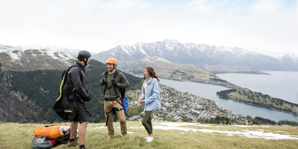 Couple-paragliding-from-Bobs-Peak-over-Queenstown