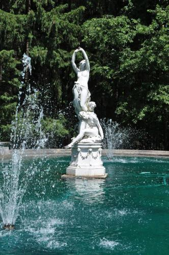 Statue in pool at Yaddo Gardens