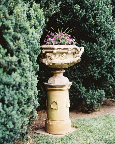 Oatlands Garden Statue