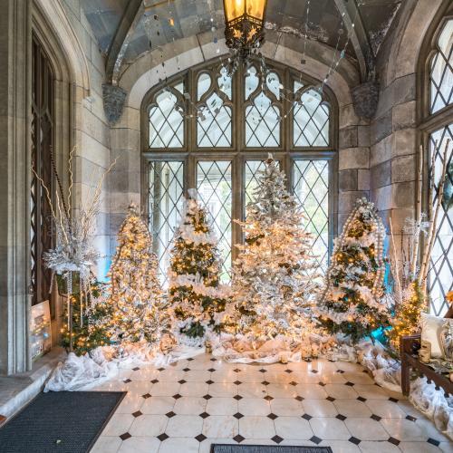 Lyndhurst Holiday Decor