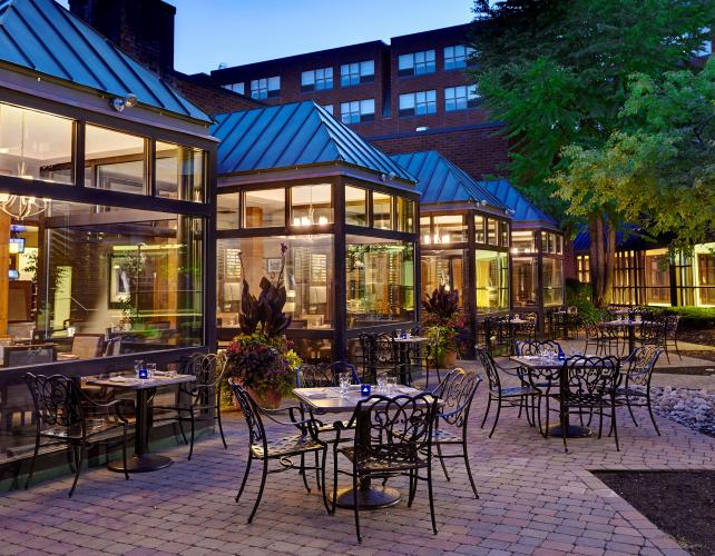 patio dining outside of 534 Bistro by Saratoga Hilton