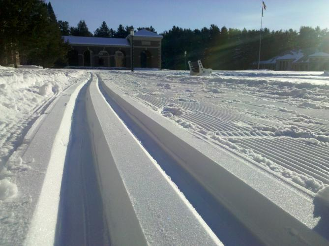 Closeup of x-country ski tracks at the Spa State Park