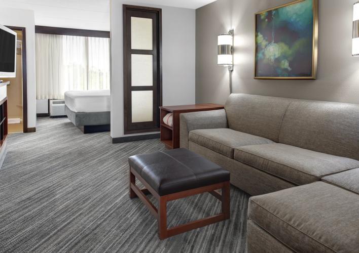 Hyatt-Place-38-Guestroom-King-Overall hero image2.jpg