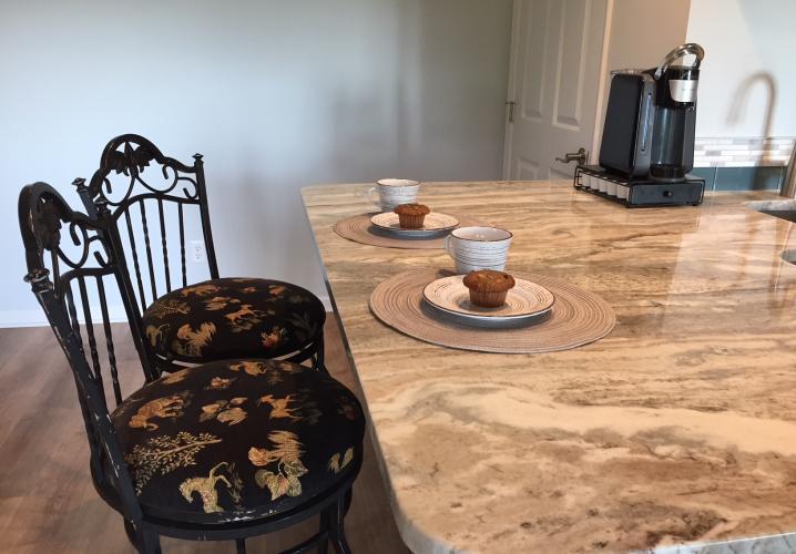 Kitchen Island/Breakfast Area