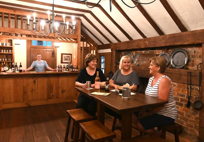 PUB BAR AND LADIES