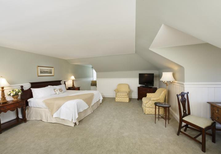 Deluxe Room at Keswick Hall and Golf Club