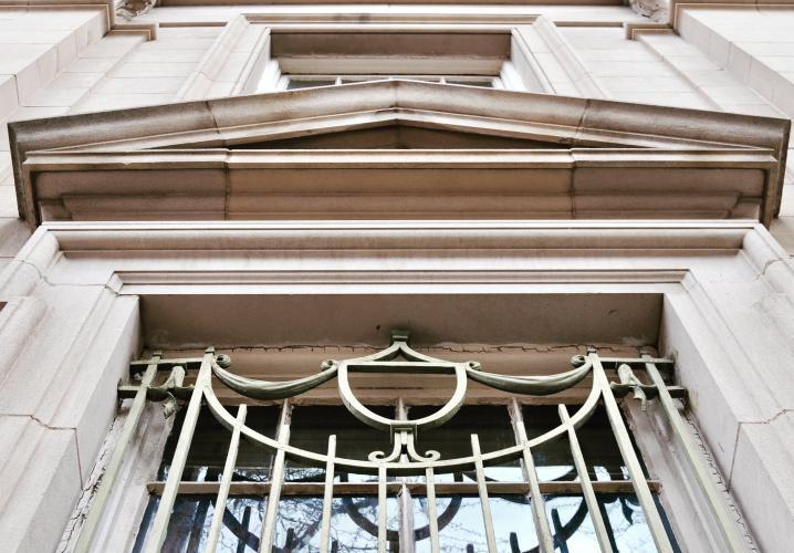 Vault window