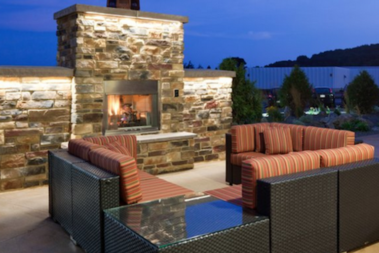 Holiday Inn Eau Claire South Outdoor Fireplace
