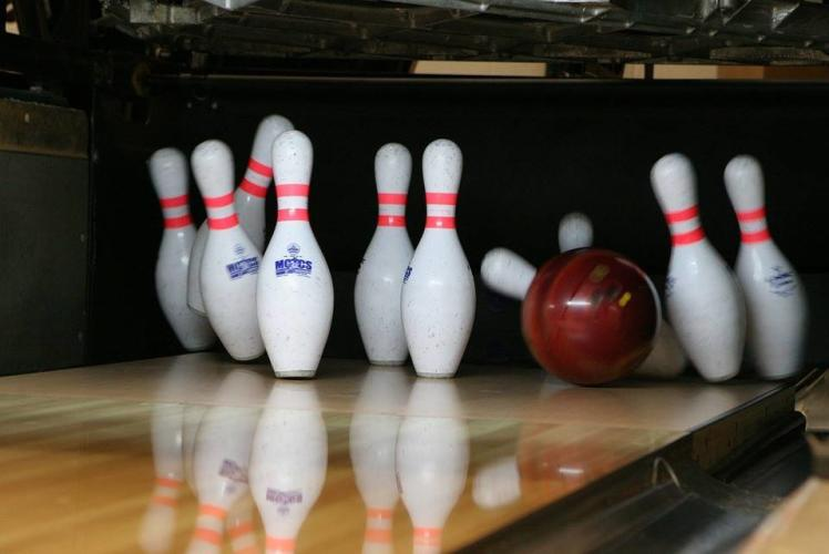 Wagner's Lane and the Comlexx: Bowling Pins