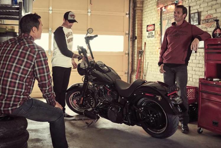 Harley-Davidson: guys hanging out