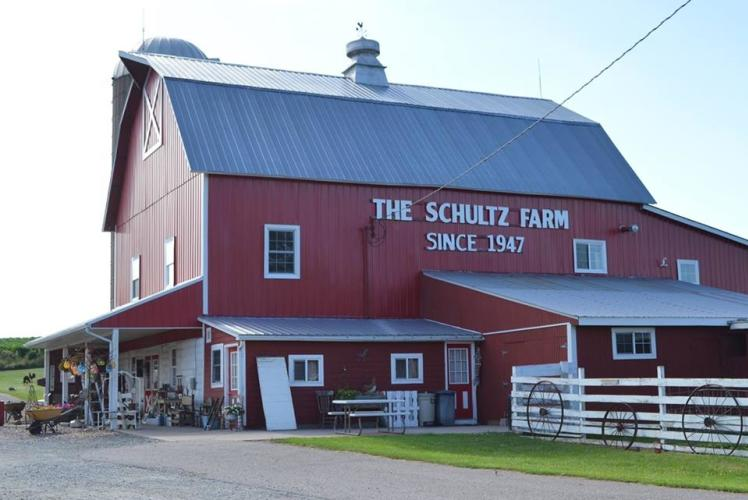 schultz's country barn: outside view