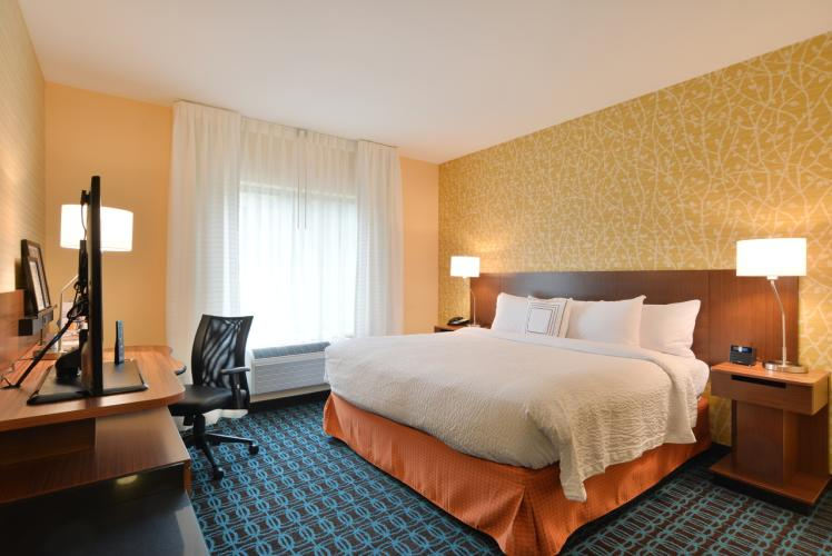 Fairfield Inn & Suites by Marriott Standard King Room