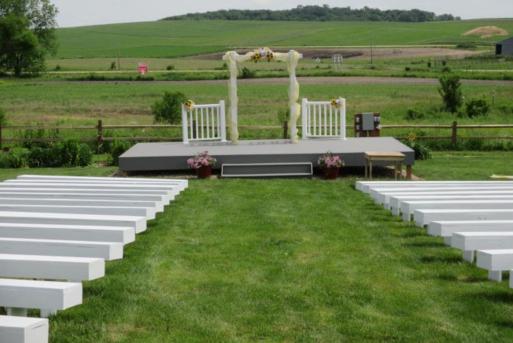 SCHULTZ'S COUNTRY BARN & PUMPKIN PATCH - OUTDOOR CEREMONY