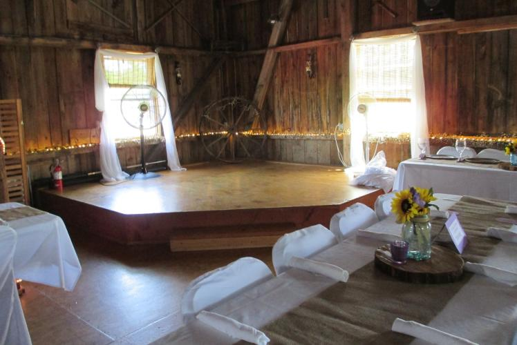 SCHULTZ'S COUNTRY BARN & PUMPKIN PATCH - EVENT SPACE STAGE