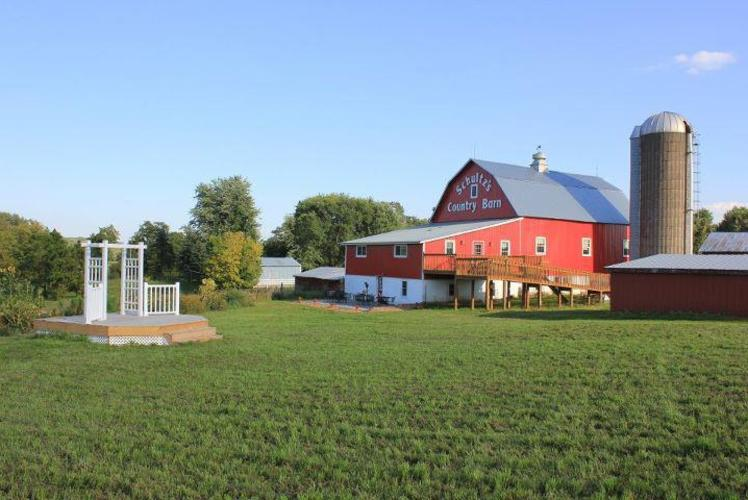 Schult'z Country Barn & Pumkin Patch - Outside