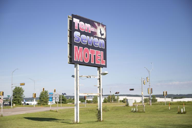 Ten Seven Inn