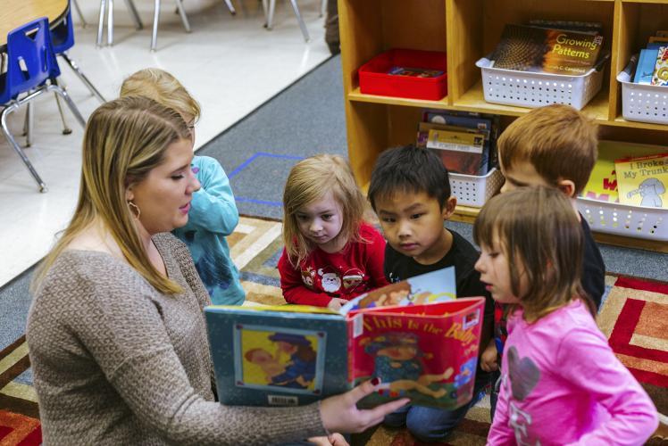 Regis Catholic School Eau Claire, Wisconsin Children reading