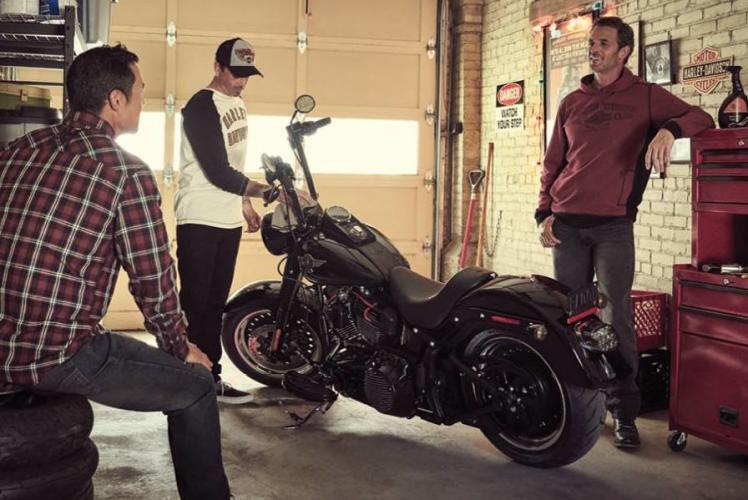 Harley-Davidson: guys hanging out
