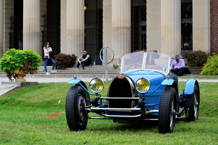 Blue Bugatti in front of Hall of Springs
