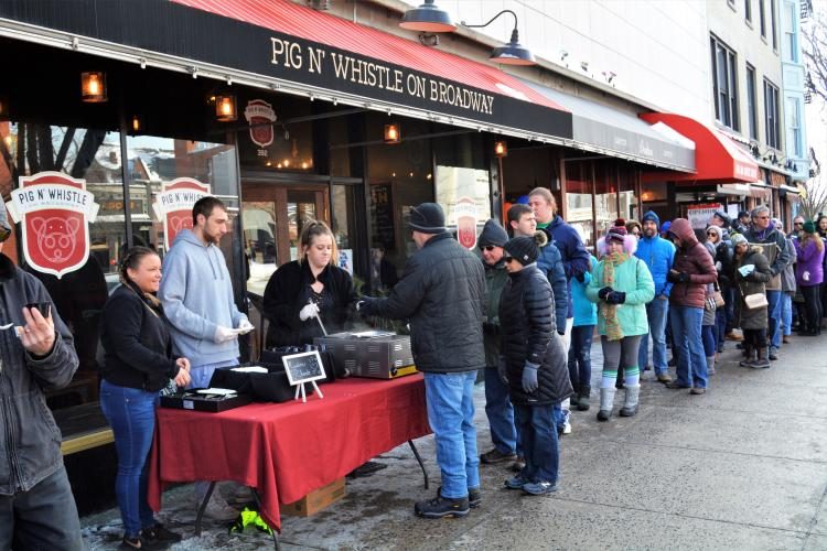 Crowd in front of Pig 'n Whistle waiting for chowder